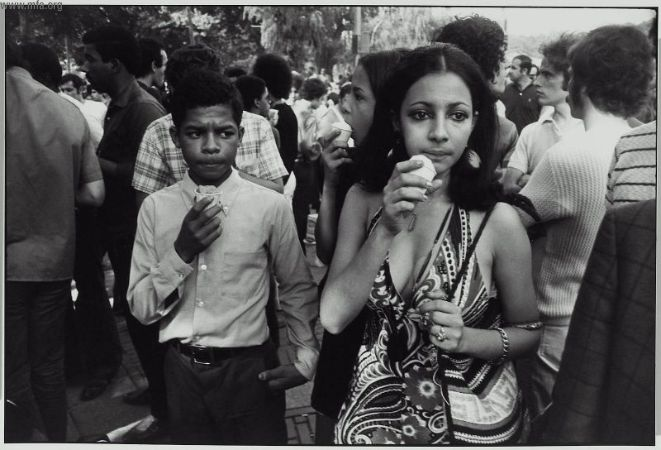 人群给他激情:Garry Winogrand